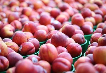 Склад персика, користь і калорійність
