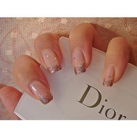 Рисунок на ногтях блестками