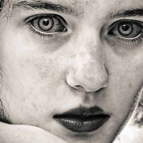 Черно-белое фото девушек