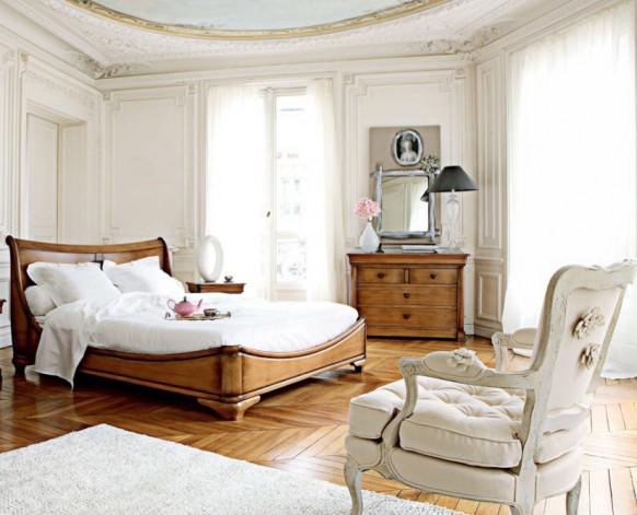 Интерьер гостиной в классическом стиле всегда должна украшать роскошная хрустальная люстра с подвесками