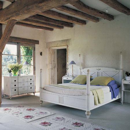 Двери в стиле прованс белые, искусственно состаренные.
