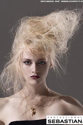 Прямые волосы с начесом