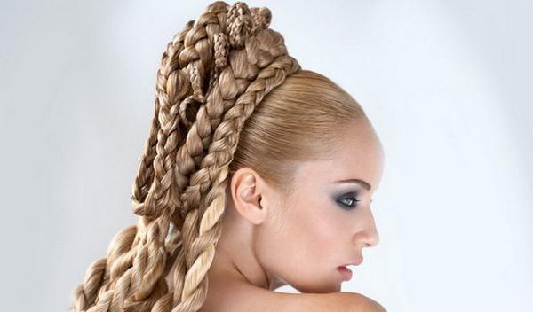 Який би варіант зачіски плетіння на