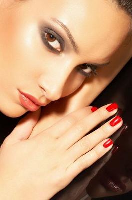 Красные ногти мужское внимание