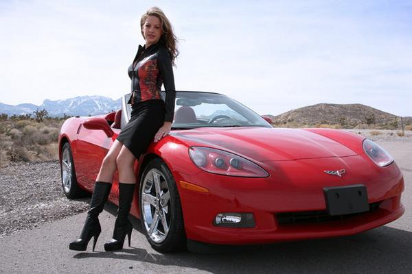 Машина красного цвета
