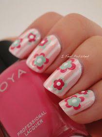 Белые цветы на ногтях