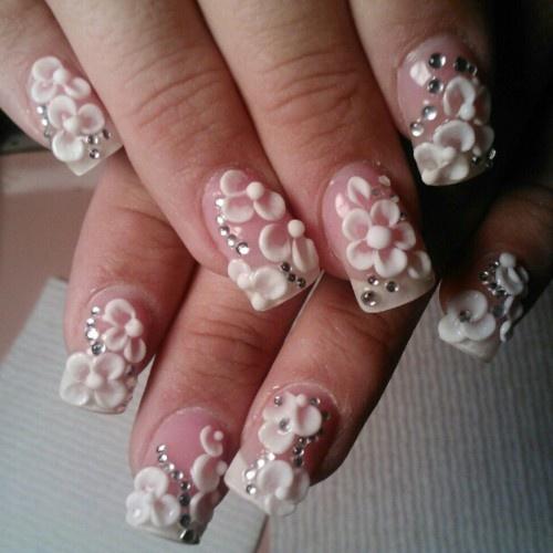 Цветы на ногтях белые