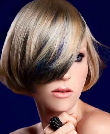 Волосы с цветными прядями