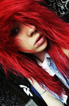 Красные волосы девушка огонь
