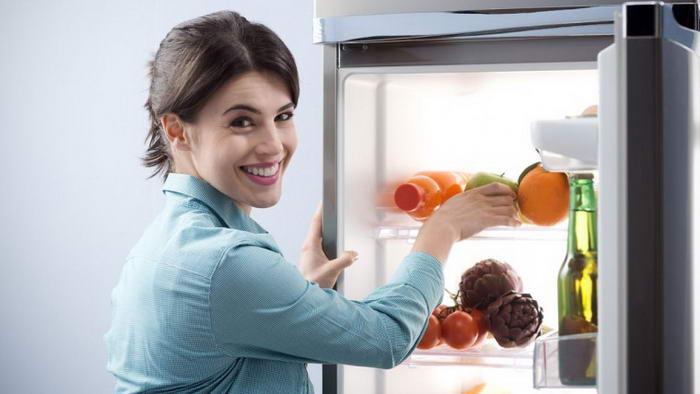 Как избавиться от запаха холодильника?