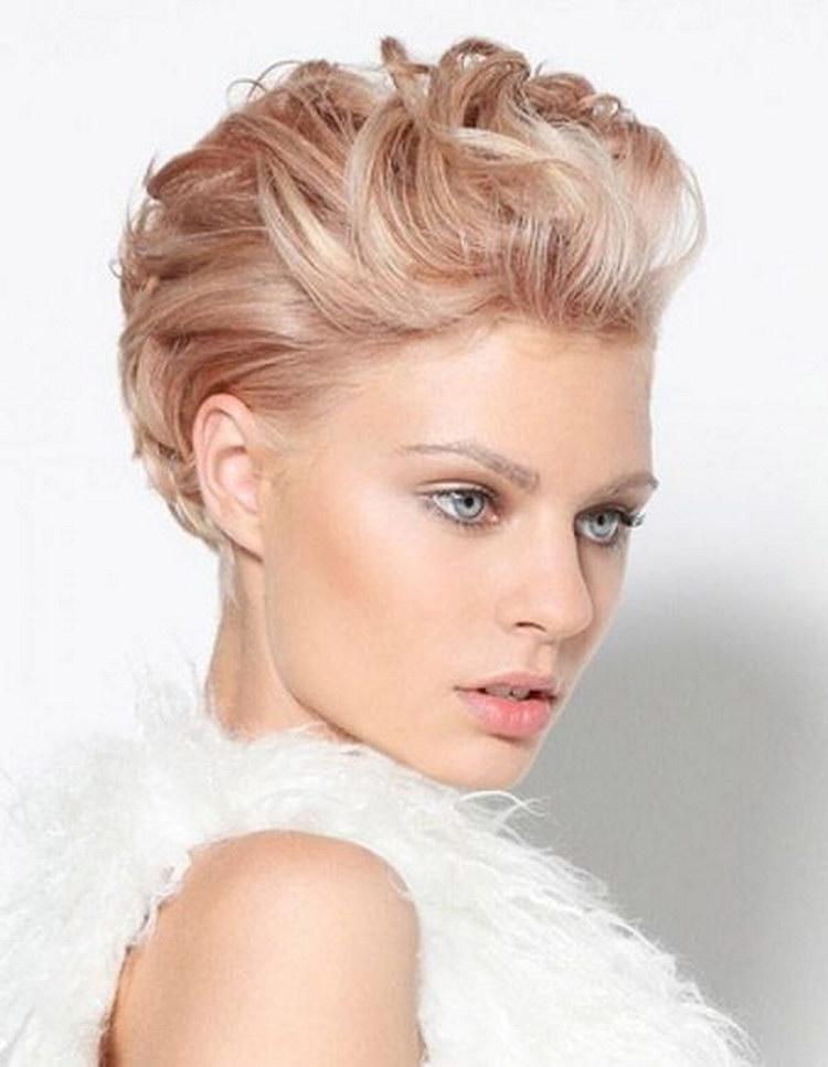 Причёски и укладки на короткие волосы