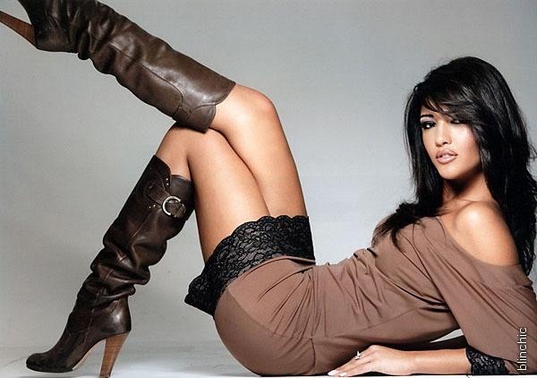 Сукню з чобітьми - самий жіночний сет вашого образу