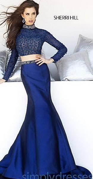 Длинное платье с длинным рукавом