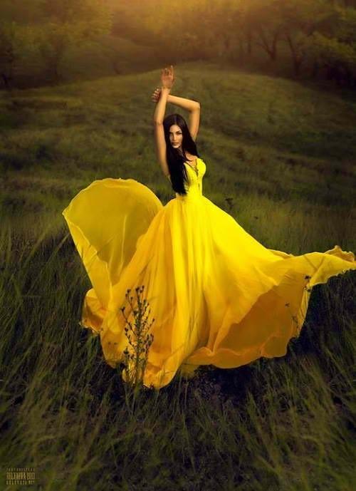 Фото девушки с желтым платьем