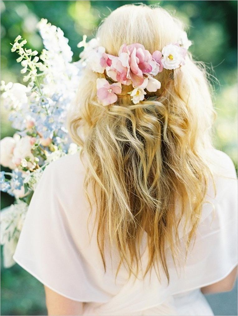 Картинки блондинок без лица с цветами